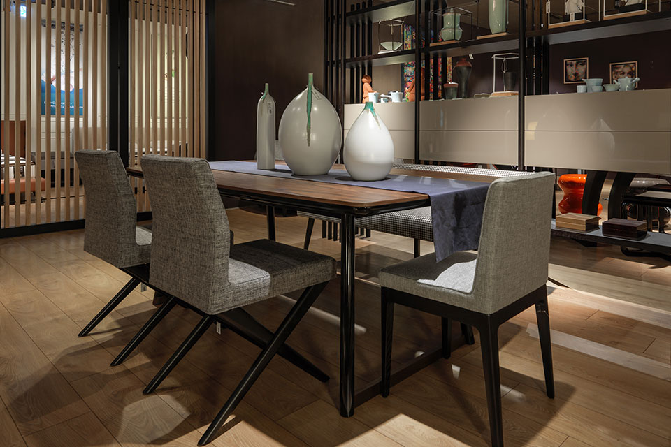 DINNING TABLE / CHAIR